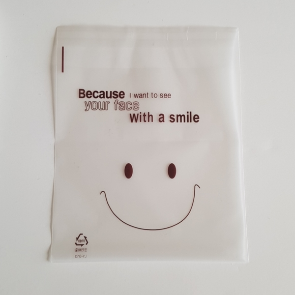 """NEW 25 Smile Clear Bags 5.5"""" x 5.5"""" in"""